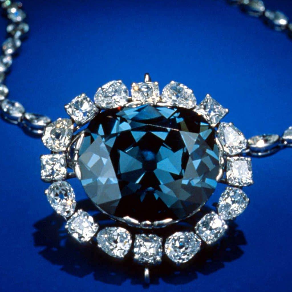 Ένα κρεμαστό με διαμάντι που... χαρίζει ελπίδα