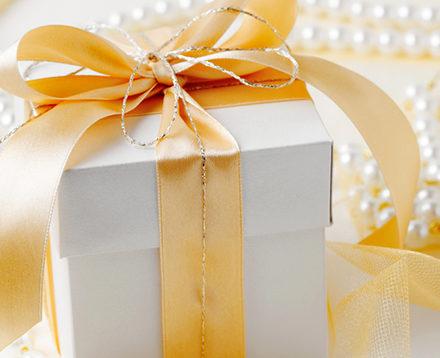 Χαρίστε αγάπη και κουράγιο με ένα κόσμημα δώρο